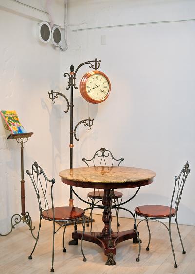 ホール後方のテーブル