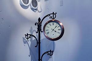 ホールの時計