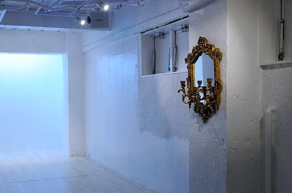 ホールの鏡